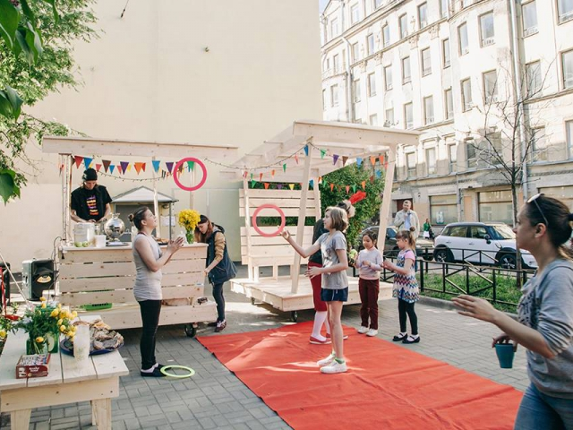Multifunctional construction designed by Sam Boche in collaboration with young people from youth center 'Sreda', June, 2017