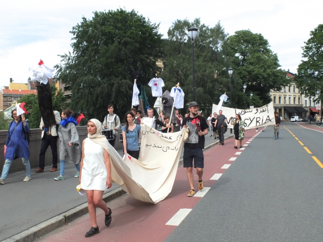 The performance in the library is followed by a public processio in Grünerløkka area, procession leader Hanan Benammar