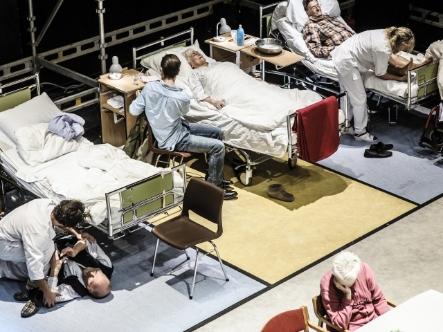 "Документация спектакля ""Забота о"", Национальный театр Осло, фотограф: Gisle Bjørneby, 2014"