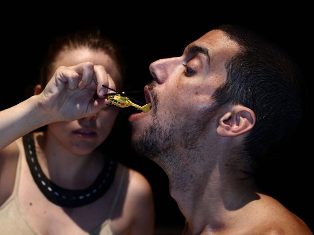"""Livsmedlet/Ишмаэль Фальк и Сандрина Линдгрен, перформанс """"Невидимые земли"""", 2015"""
