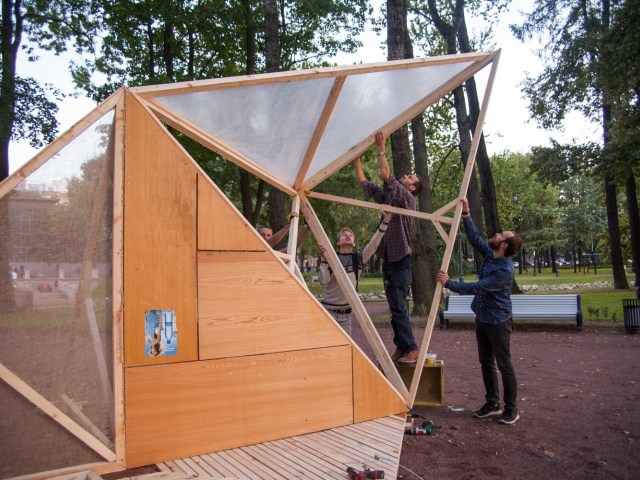 Communal building of a gazeebo designed by architetc and designer Rikkert Pauuw commissioned by TOk ro Critical Mass 2015
