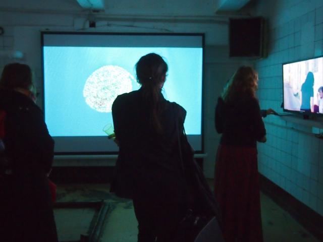 """Сигалит Ландау, """"Мертвое море"""", 2005, видео. Кадр из видео, общий вид экспозиии."""
